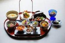 【ご昼食限定】旬の食材を膳に奏でた『季節の御膳~瀬田川遊膳~』