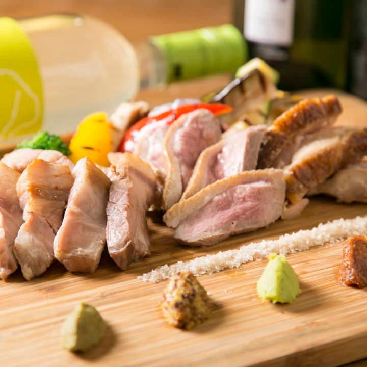 鶏肉、豚肉、鴨肉の3種の燻製肉の盛り合わせ♪