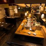 店内雰囲気。 オープンキッチンで出来たての料理を提供!