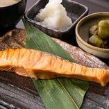 金華銀鮭魚醬漬焼き定食