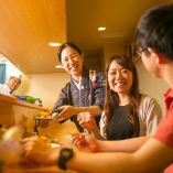 北新地や京都で味わうような本格派の味わいを 肩ひじ張らず、カジュアルな雰囲気でお楽しみいただけます