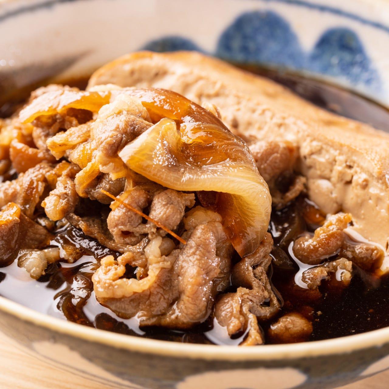 味をリニューアル!見た目と味のギャップも楽しめる肉豆腐。