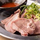 豚タン刺し(低温調理)
