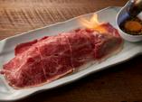 黒毛和牛肩ロースの炙り寿司