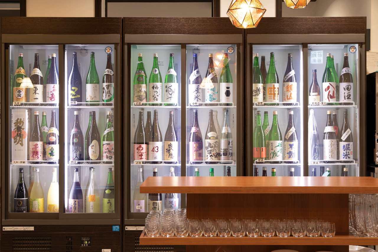 圧倒的な品揃え、常時60種類の日本酒