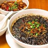名物!黒の坦々麺