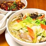 季節の野菜たっぷりタン麺