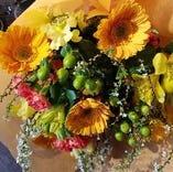 【演出】 歓送迎会の主役には花束をご用意します