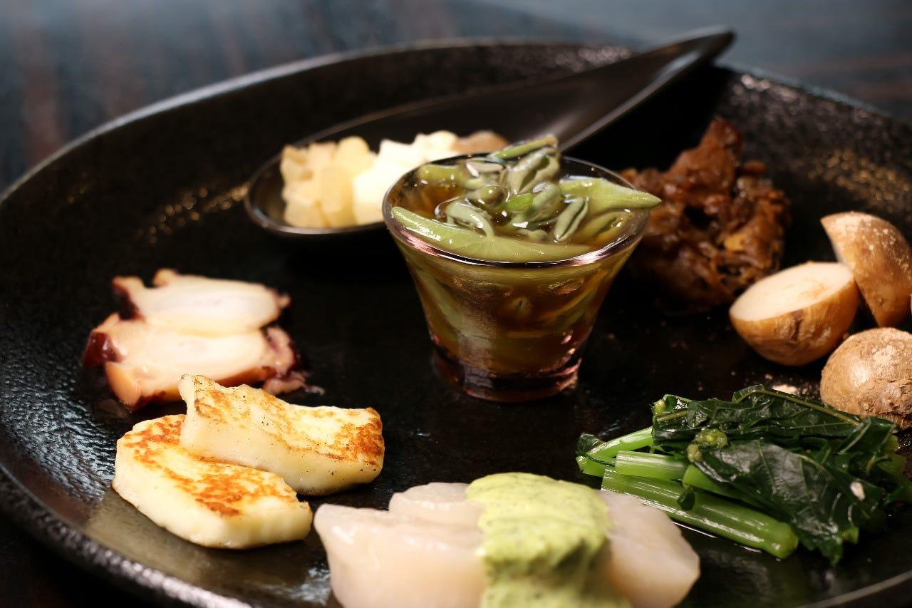 東北のおつまみを中心の前菜盛り合わせ【TOHOKU】が人気