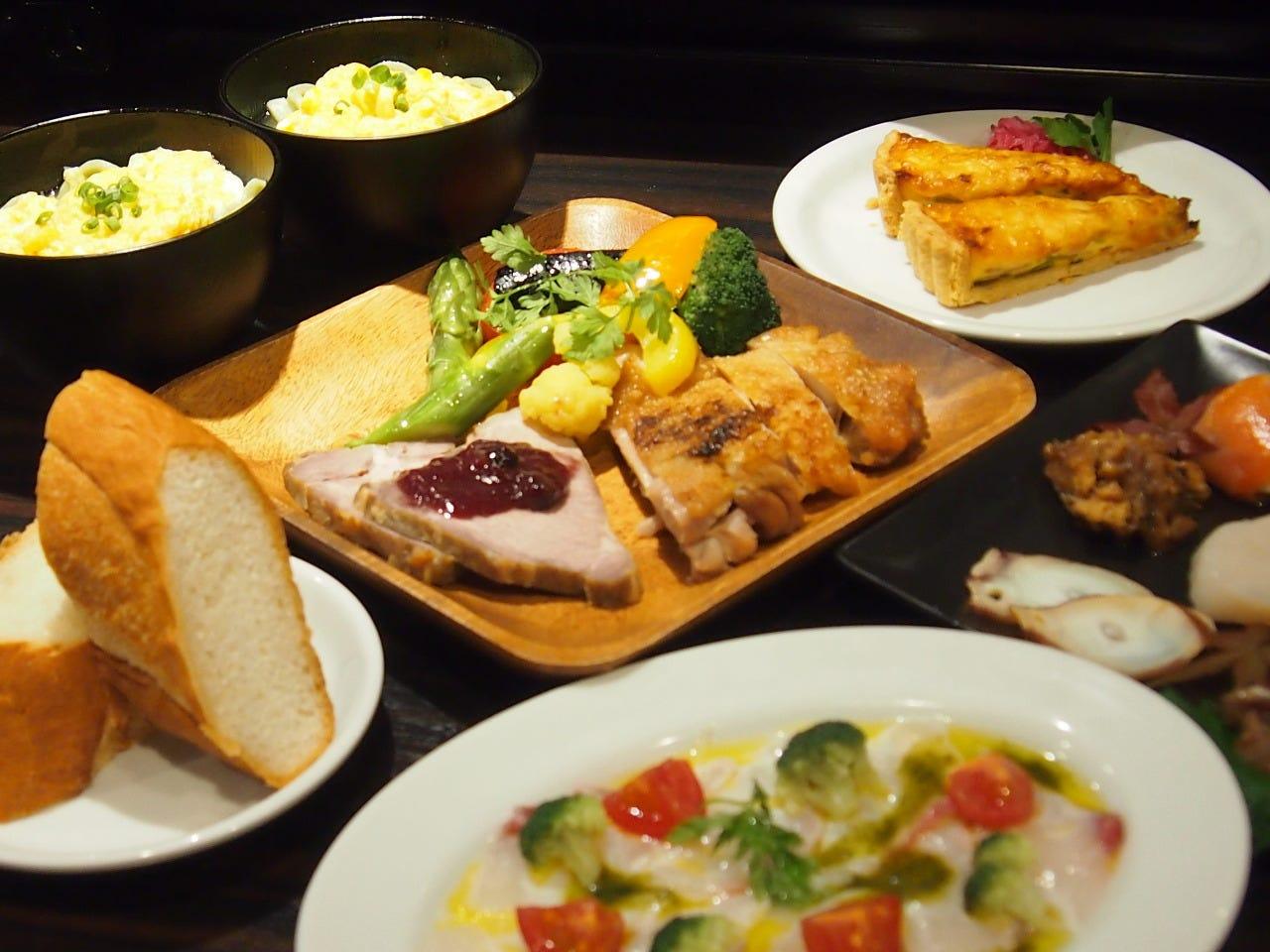 完全個室で人気の宴会コース。税込み、飲み放題込で4500円。