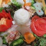 「シェフ特製創作サラダ」 記念日、歓送迎会の主役にサービス!