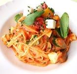 モッツァレラチーズとトマトとバジリコのスパゲティ