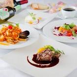 おすすめの前菜や特製パスタ・ピッツァを選べるディナーコースは3種類