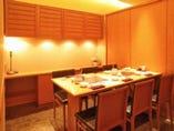 6名様用個室。慶事やお祝い事 ご接待での会食に皆様でどうぞ。