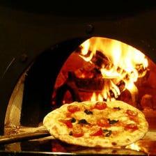 店内で焼き上げる本格ピッツァ