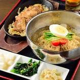 オリジナル冷麺定食! シャリシャリに凍らせたスープが抜群!