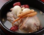 コラーゲンたっぷり、スープが美味しい参鶏湯。