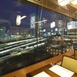 【2~12名】東京駅側に大きな窓がある開放感のあるホール席