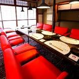 【VIPルーム風個室】赤いチェアが可愛いらしい♪