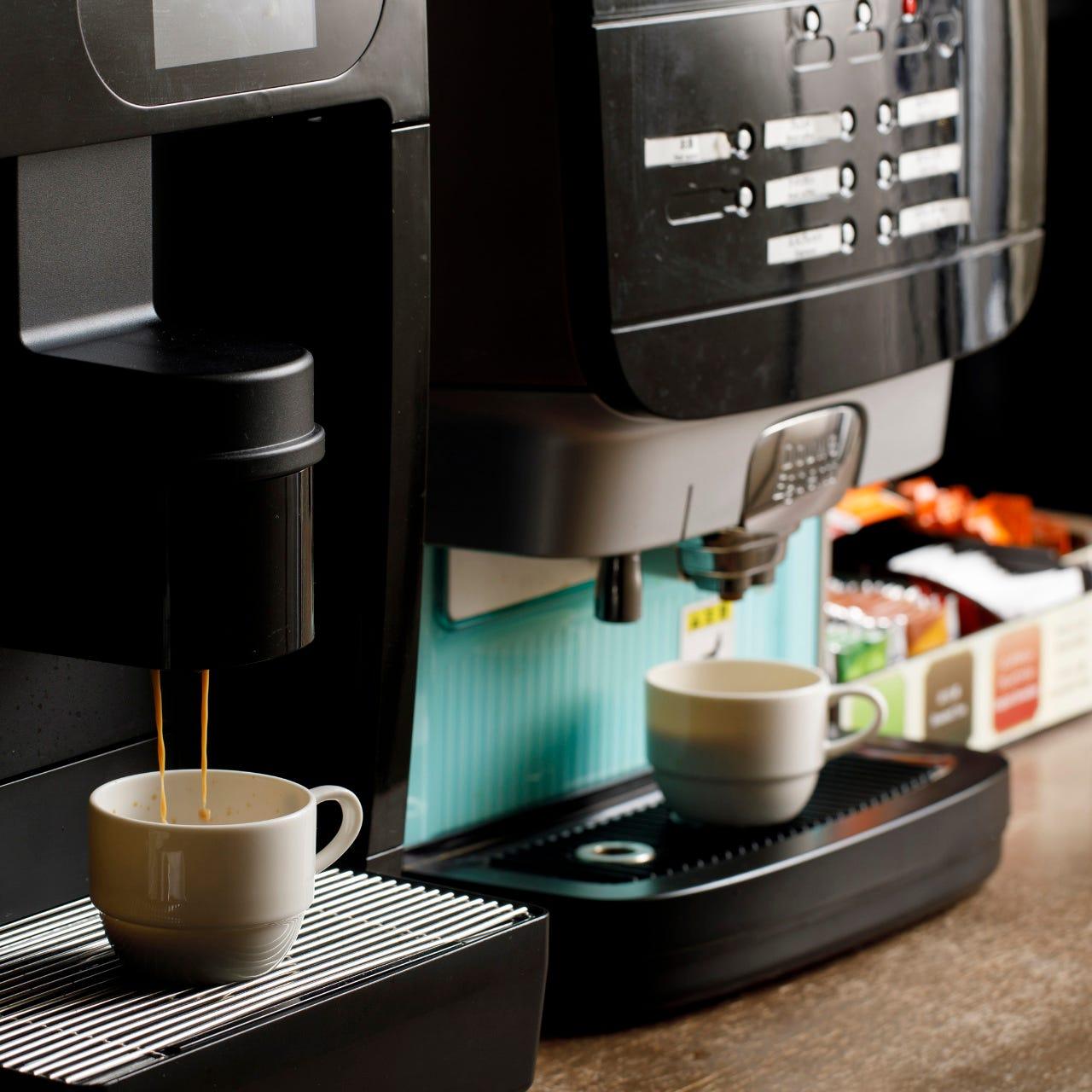コーヒーやジュースのドリンクバー付きでお得!