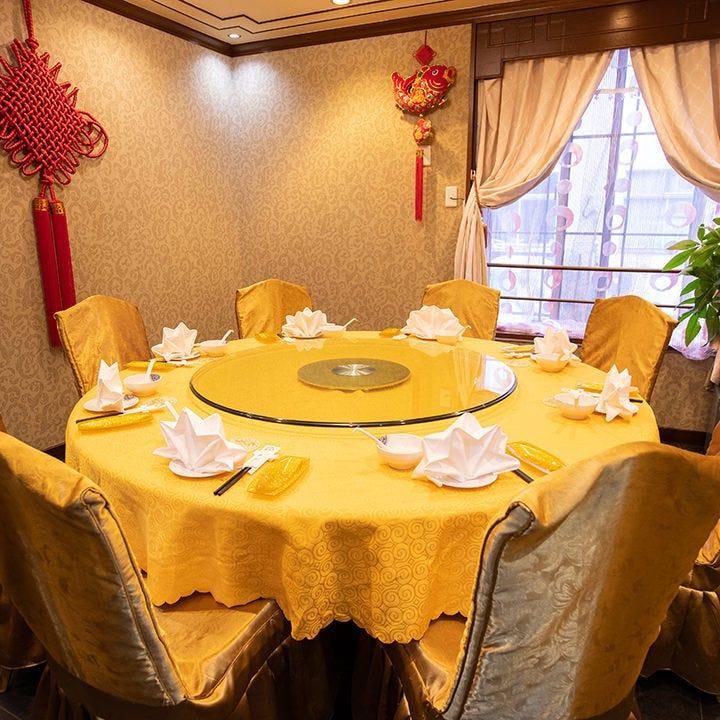 仲間との食事やビジネス宴会、接待、お祝いにも最適な個室を完備