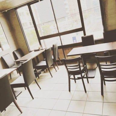洋食Revo 靭公園店  店内の画像