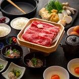 大和牛をはじめ、奈良のスター食材を集めた贅沢なすき焼き。