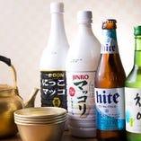 お店にはマッコリや韓国焼酎など韓国風のお酒がズラリ