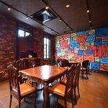 【2階】ビートルズの世界観に包まれた雰囲気を演出した完全個室