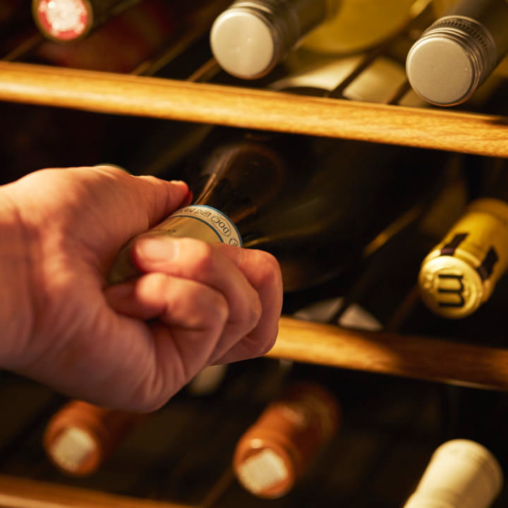 ソムリエがいる酒屋から直接仕入れる厳選ワインを常時多数ご用意
