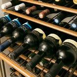 専門のソムリエがいる酒屋から仕入れている厳選ワインは常時100本ほどご用意しております。