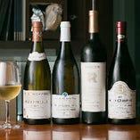 本日のグラスワインです。白・赤、ともにご用意しております。