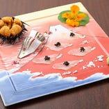 ある日のカルパッチョは希少なコハダの幼魚「新子」を富士の有田焼のお皿に盛り付けてお出ししました。