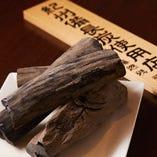 「紀州備長炭」を使った炭火焼きで料理をご提供しています