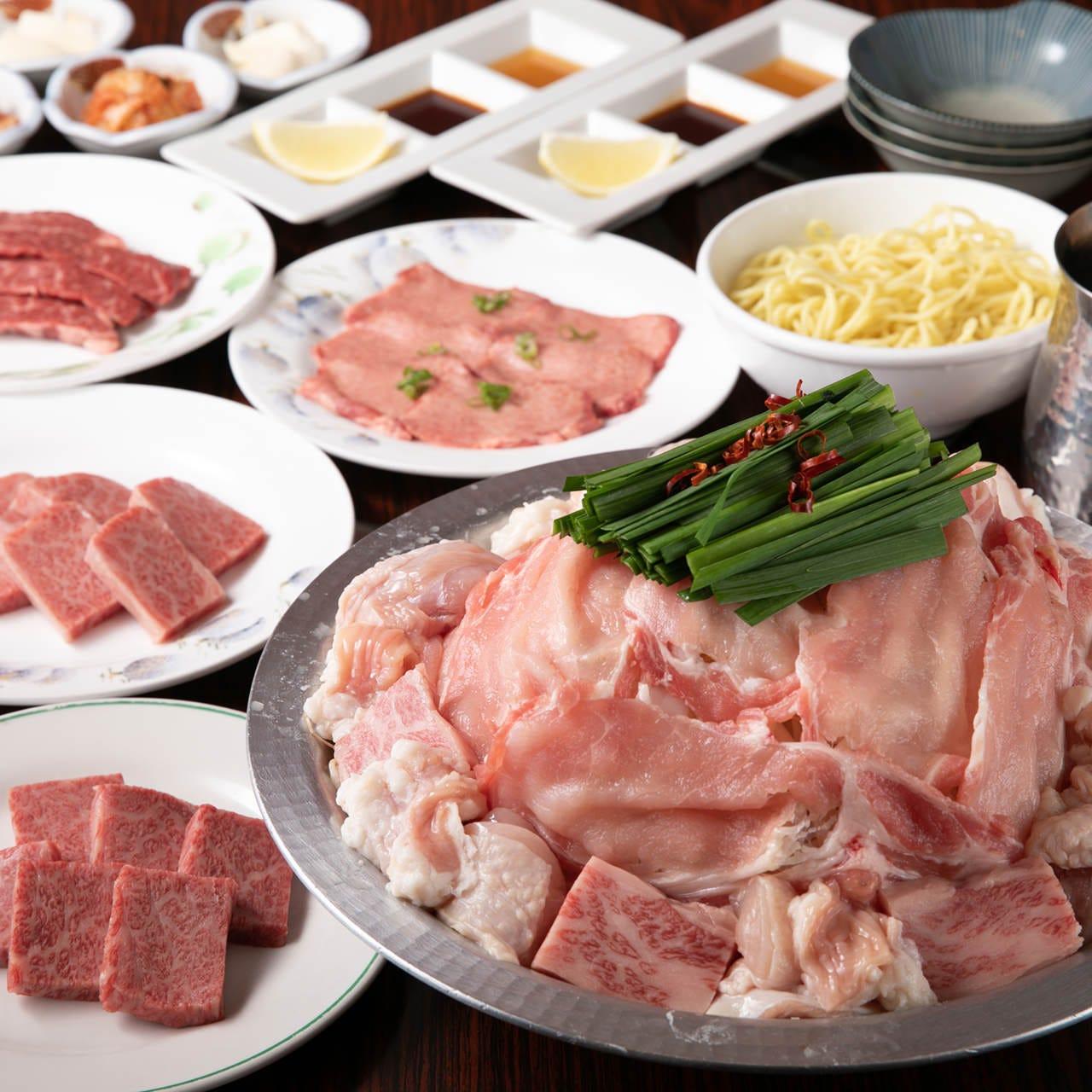 特上肉の焼肉と絶品もつちゃんこ鍋の両方を味わえるコース