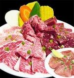上タン塩などを味わえる「豪華盛合せ」は、ちょっと贅沢なお肉の盛合せ