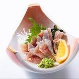 回転寿司では珍しい、お刺身メニューも500円~