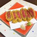 お料理メニューもございます。お寿司と一緒にいかがですか?
