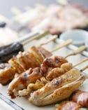 丁寧に焼き上げた串焼きはどれもおすすめ。