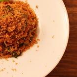 ホタルイカと菜の花のアラビアータ スパゲッティーニ アンチョビパン粉がけ