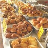 平日ブランチセットパスタやピッツァと一緒にお好きなだけパンを