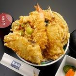 秋の味覚天丼2,000円、秋の味覚を天丼に仕立てました。
