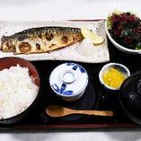 焼きサバ定食960円 茶碗蒸し、サラダ、お椀、香の物付き
