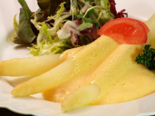 シュパーゲル(白アスパラ)Spargel mit kartofflen Sauce Hollandaise