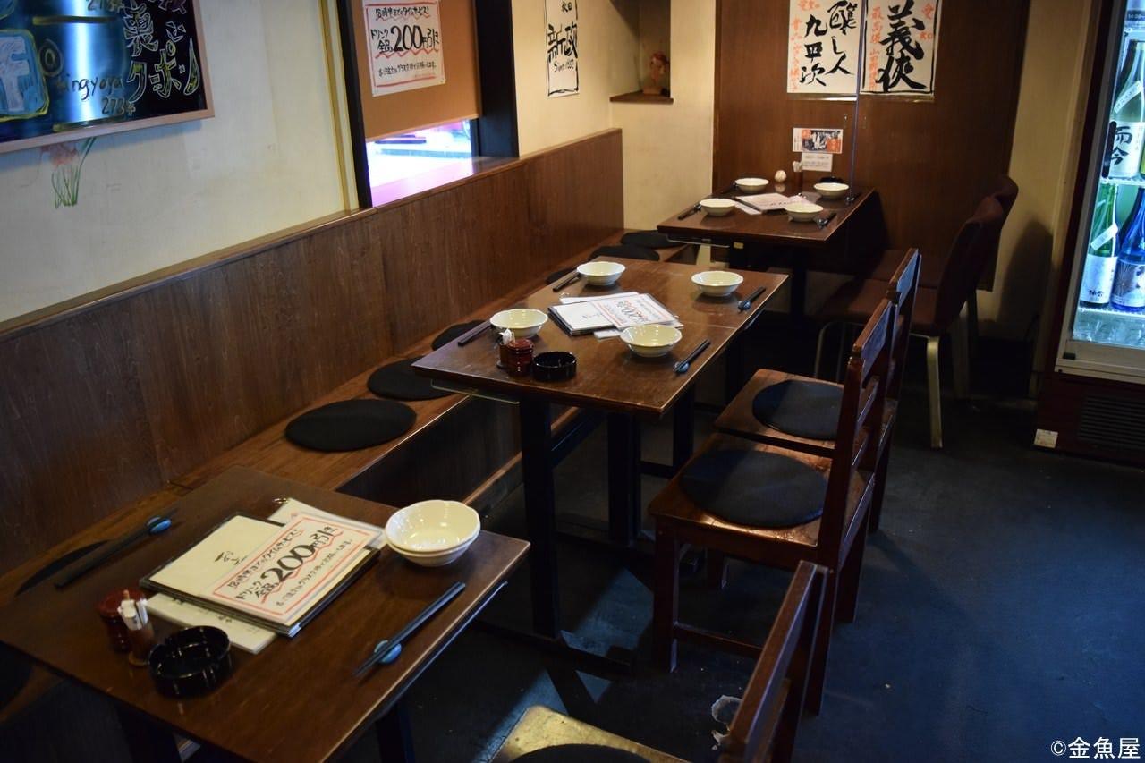 テーブル席は少ないので、 早めのご予約が安心です。