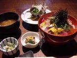 【海鮮丼】ランチも営業しております。