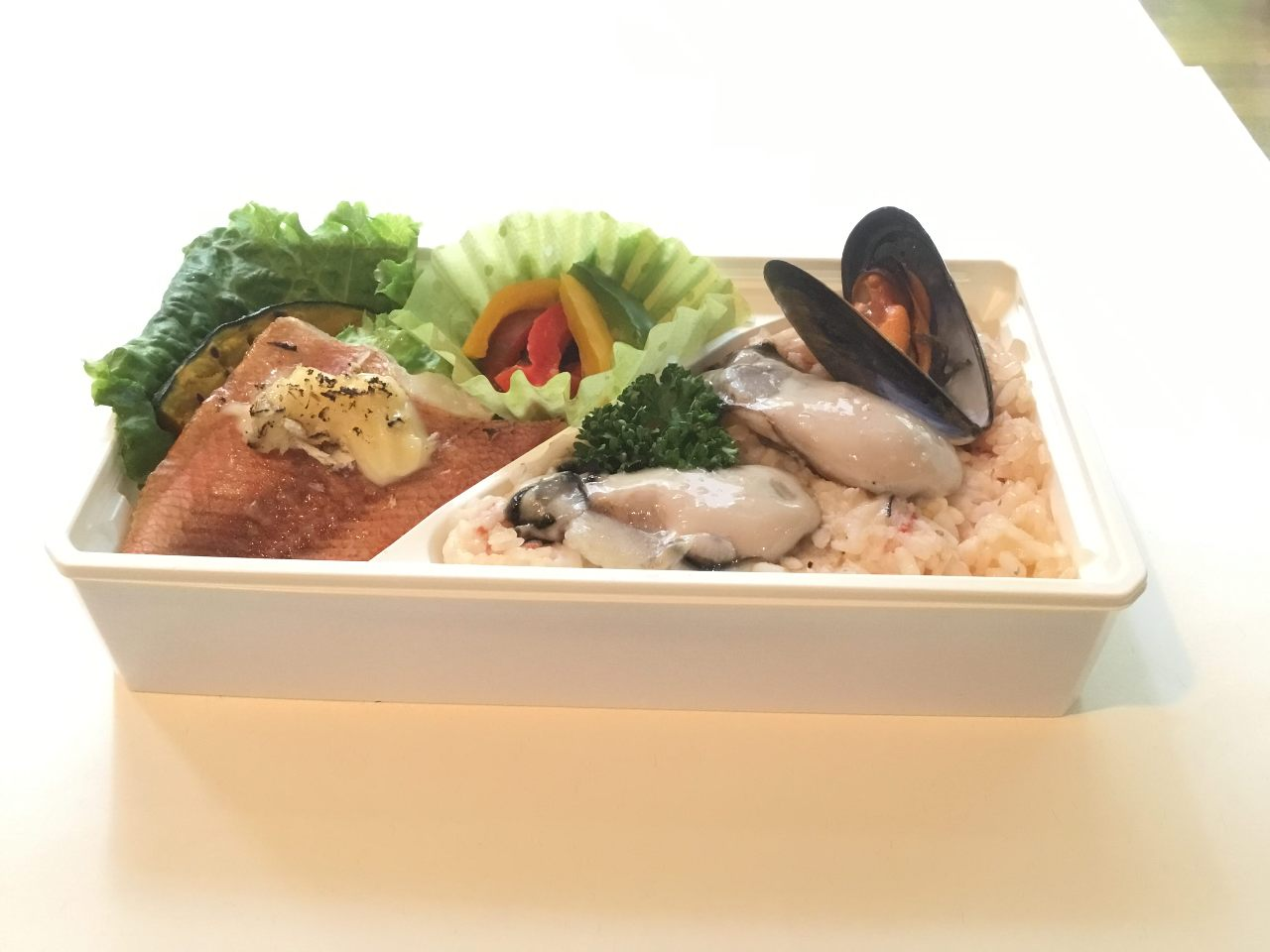 牡蠣のパエリアと魚マヨネーズ焼き