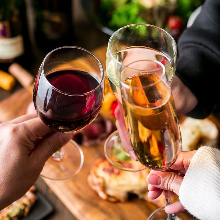 様々な地域から厳選したワインを料理に合わせてご提案いたします