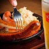 マイスターがつくる肉厚な本格ソーセージはビールと相性抜群です!