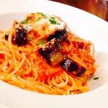 グリルチキンと茄子のトマトソーススパゲッティ